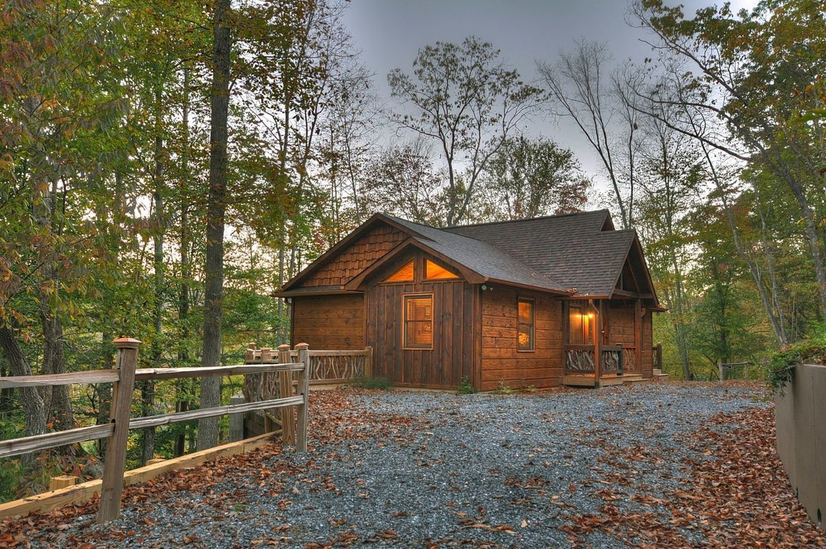This rustic Smoky Mountain cabin gives you ample privacy amid all those beautiful trees.